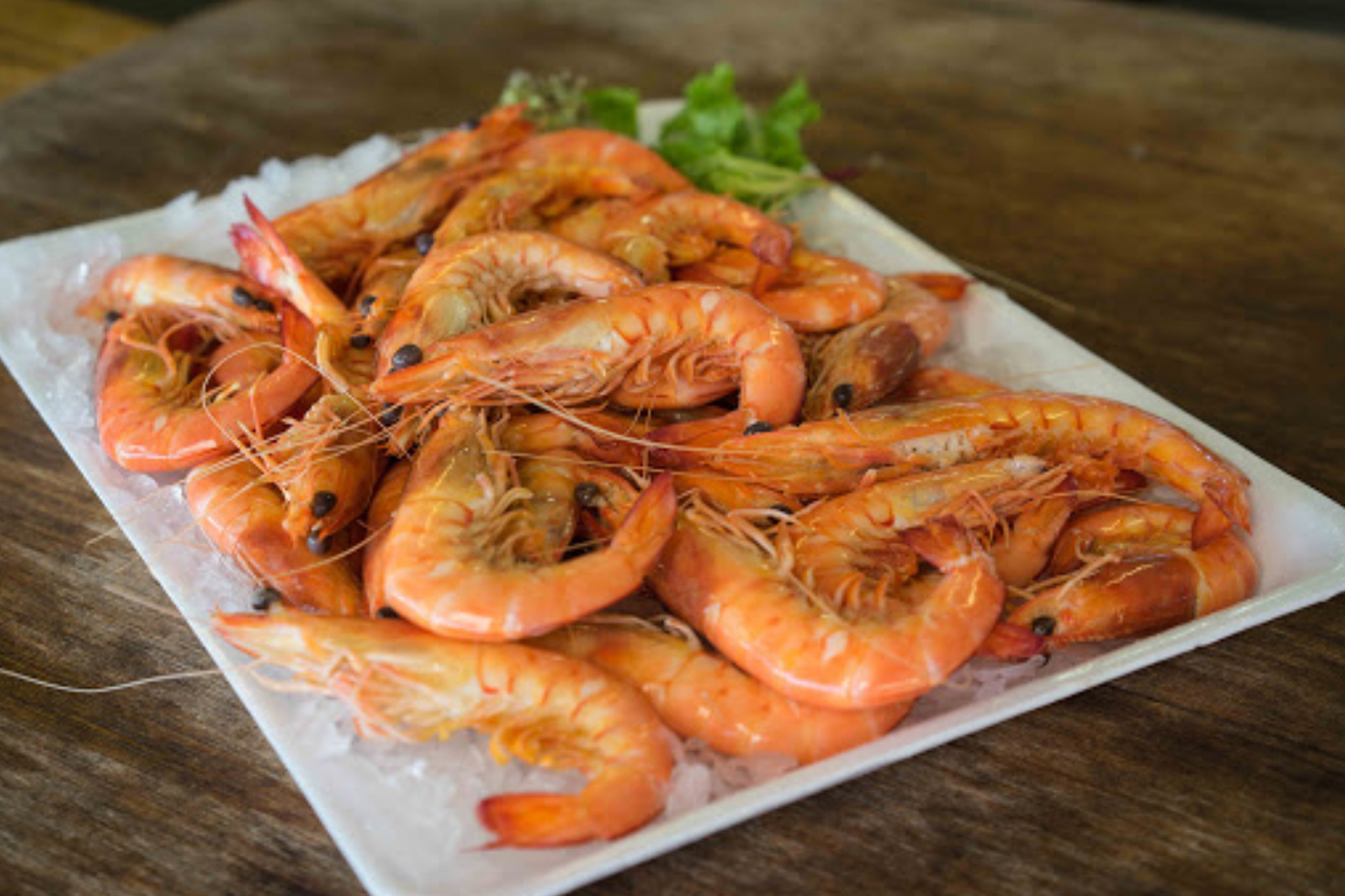 get hooked cooked prawns 329x220
